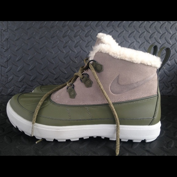 NIKE new Women s Woodside II Chukka Boots Size 12 d6b5701cf